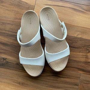 Crocs 2 bands sandals 6